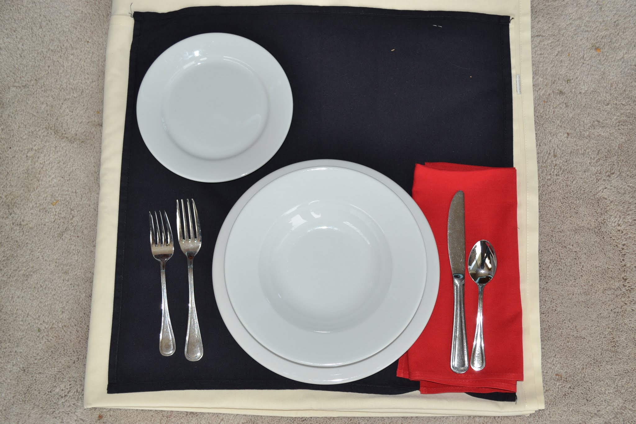S&le Place Setting Tuxton Plates and Bowls & Dinnerware - Bumfields Party Rental